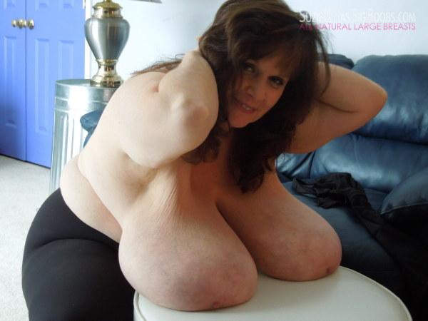 Suzie Q Has Big Boobs - Big Boobed Amateurs